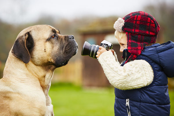 kid-holding-camera-photo-01