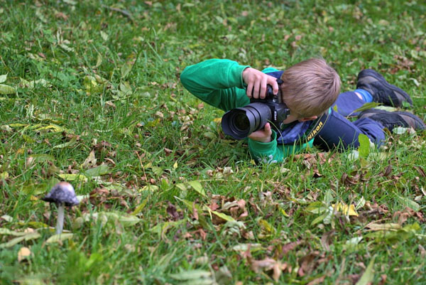 kid-holding-camera-photo-03