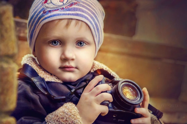 kid-holding-camera-photo-04